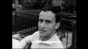"""Qui, auteur de """"l'Automne à Pékin"""", fut directeur artistique chez Philips, Chez Fontaine et aux disques Barclay ?"""