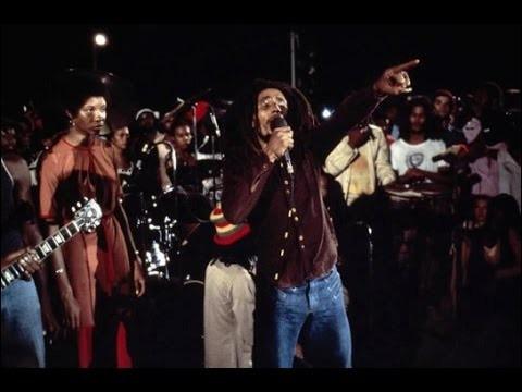 Quel est le grand concert gratuit en plein air et mis en place par le Premier ministre jamaïcain et auquel Bob a participé en 1976 ?
