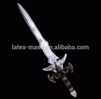 Quel est le nom de l'épée d'Orochimaru ?