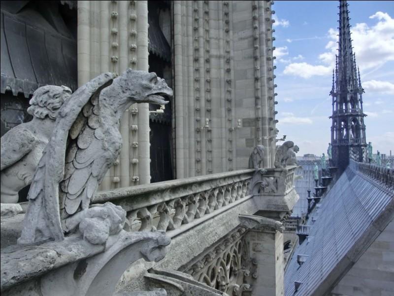 Quel architecte est connu pour avoir procédé à la restauration de nombreux édifices médiévaux ?