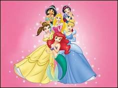 Lilo se fait belle pour l'anniversaire de sa meilleure amie ; elle a vu que sa mère lui avait acheté du maquillage pour ressembler à une vraie princesse :