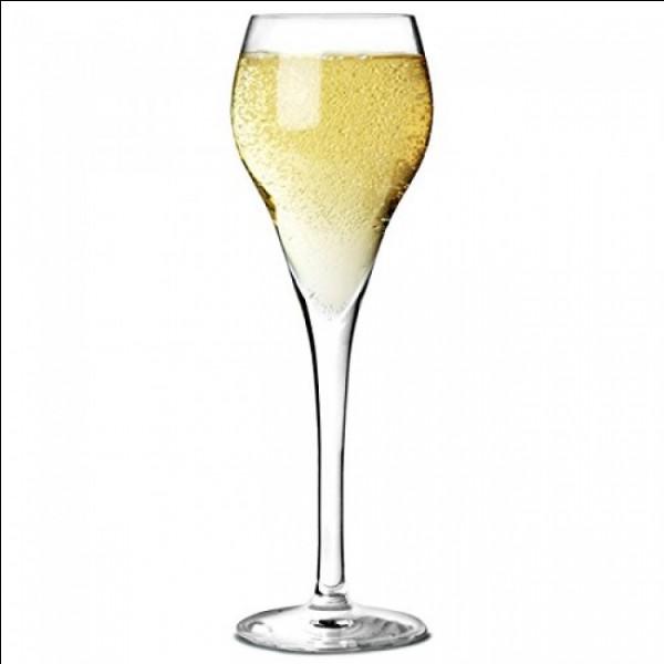 Comment appelle-t-on les verres à champagne ?