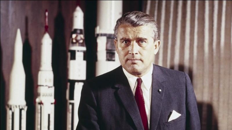 Il mit au point la première fusée V2. En 1958, responsable de l'envoi du premier satellite américain, Explorer-1, de 14 kg, qui est placé sur orbite. Il triomphe en 1969, 2 Américains marchent sur la Lune, lancés par sa fusée Saturn V.Quel est le nom du père du programme spatial américain ?