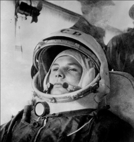 Il a accompli un exploit historique qui lui a valu 7 ans de gloire pour l'URSS : il a été le premier homme dans l'espace (108 minutes).au cours de la mission Vostok 1, le 12 avril 1961. Il a reçu les plus hautes distinctions soviétiques, dont la médaille de Lénine.Quel est le nom de cet astronaute qui, après avoir évité tant de dangers, est mort à 34 ans dans un accident d'avion ?