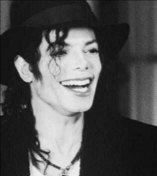 Michael te téléphone et te demande si tu veux bien venir à Neverland faire une partie de bombe à eau.