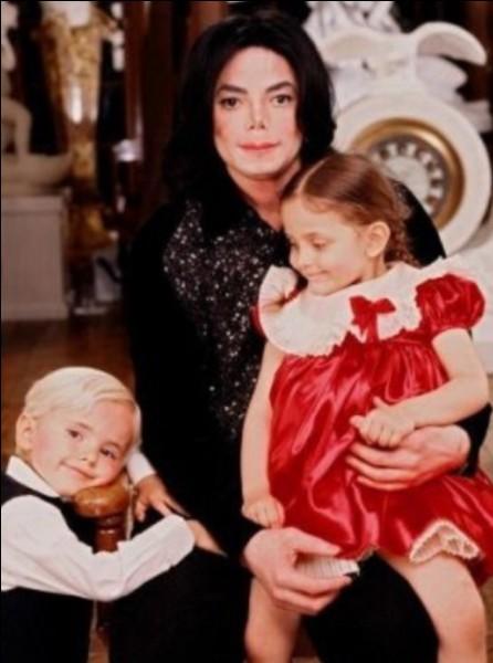 Michael te téléphone et te dit que pour cette nuit il n'a personne pour garder ses enfants mais qu'il a un rendez-vous important, il te demande si tu veux bien les garder...
