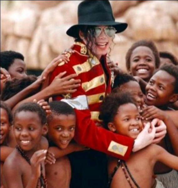 Michael veut créer une association pour les enfants défavorisés et il te demande si tu veux bien l'aider à la créer. Que fais-tu ?