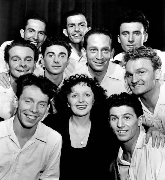"""Avec qui enregistre-t-elle """" Les Trois Cloches """" en 1946 ?"""
