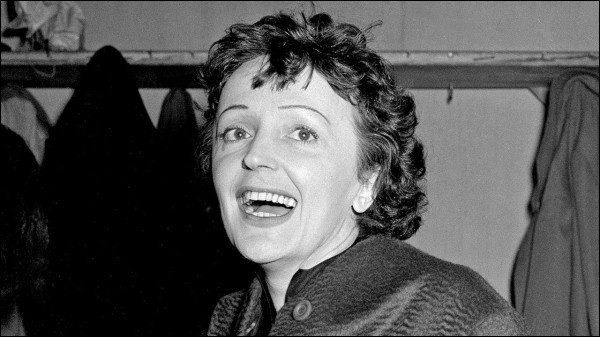 Edith a lancé la carrière et a été le mentor de beaucoup d'artistes français. Parmi ces artistes, lequel n'a pas bénéficié du coup de pouce de La Môme ?