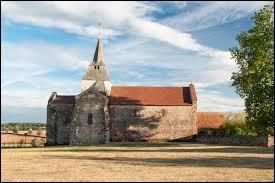 Nous sommes maintenant devant l'église Saint-Denis de Chazemais. Commune Bourbonnaise, elle se situe en région ...