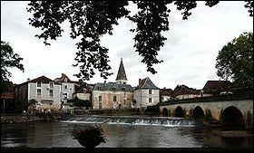 Petit tour dans le Périgord central, à Cubjac. Ancienne commune de Nouvelle-Aquitaine, elle se situe dans le département ...
