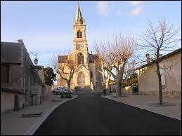 Au bout de cette route, vous avez l'église Notre-Dame-de-la-Garrigue de Lagamas. Commune de l'ancienne région Languedoc-Roussillon, elle se situe dans le département ...