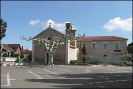 Vous avez sur cette image l'église Saint-Vérédème de Verquières. Commune Bucco-Rhodanienne, elle se situe en région ...