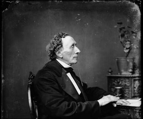 Je suis un conte écrit par Hans Christian Andersen. Qui ment ?