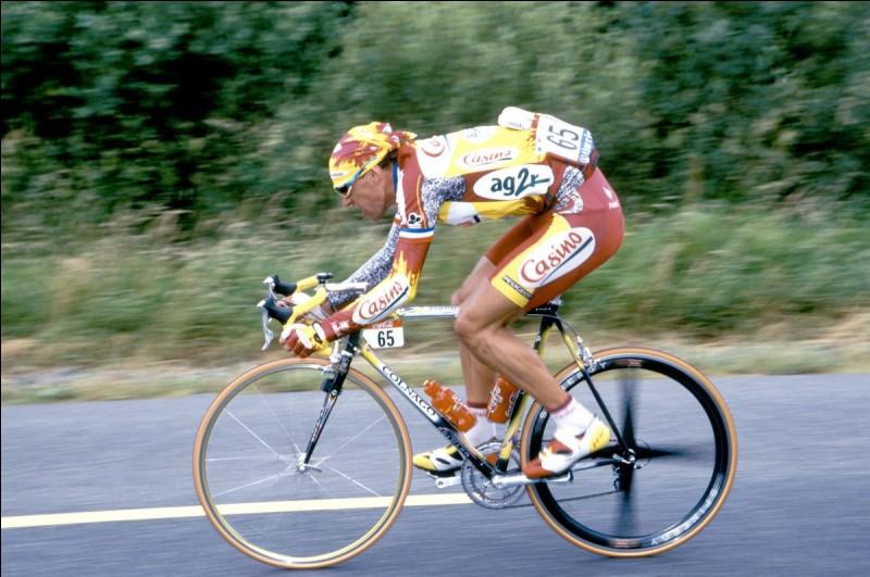 Quel coureur cycliste possède le record du nombre de deuxièmes places dans le Tour de France ?