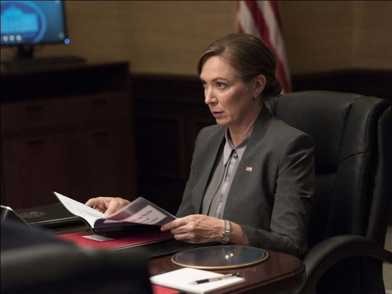 Elizabeth Keane devient la première Présidente des Etats-Unis; elle démissionne au dernier épisode de la saison 7. C'est dans ...