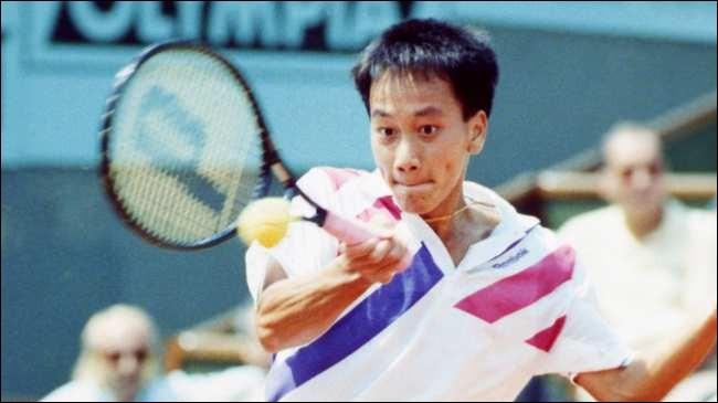 Plus jeune joueur de l'histoire à avoir gagné Roland-Garros, quel âge avait Michael Chang lors de sa victoire en 1989 ?