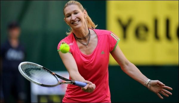 En 1999, le compagnon de Steffi Graf, victorieuse en simple dames, remporte le simple messieurs. Qui est-ce ?