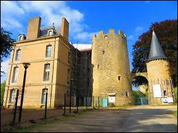 Aujourd'hui, je vous propose de démarrer notre balade au château d'Aulnois, à Aulnois-sur-Seille. Commune Mosellane, elle se situe en région ...