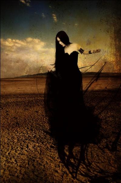 Déméter la déesse de l'abondance et de la terre nourricière lui donna une fille. Qui est-elle ?