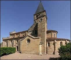Village Saône-et-Loirien, Bois-Sainte-Marie se situe en région ...