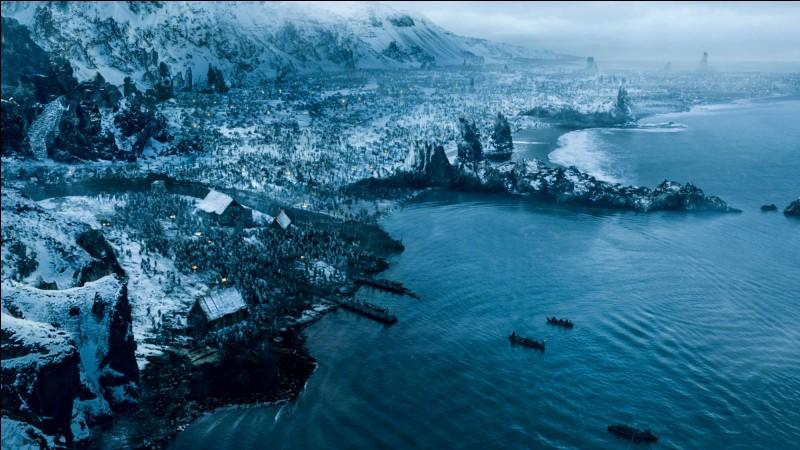 On va commencer par le nord de Westeros. Quelle localité se situe au-delà du Mur ?