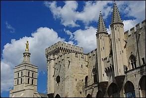 Combien y a-t-il eu de papes en Avignon ?