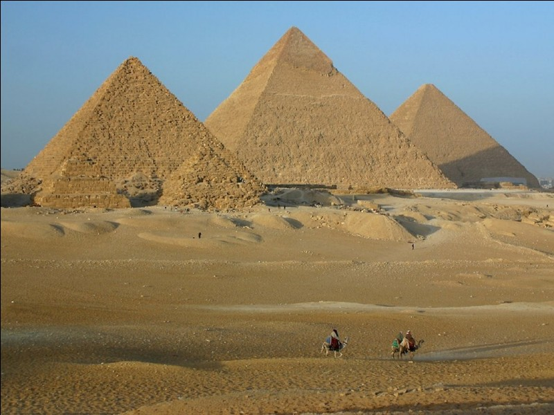 Quel est le nom de ces célèbres pyramides situées en Égypte ?