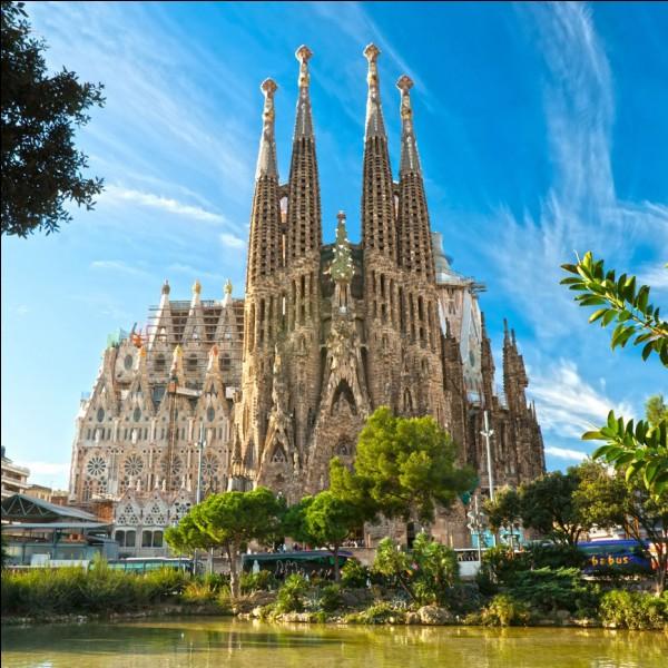 """Dans quelle ville d'Espagne se trouve la """"Sagrada Familia"""" ?"""