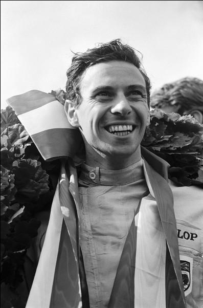 Il a été deux fois champion du monde, en 1963 et 1965 : considéré comme l'un des plus grands pilotes automobiles, il se prénomme ...