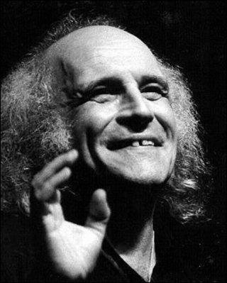 """Cet auteur-compositeur, poète, connu pour ses chansons """"Avec le temps"""", """"Est-ce ainsi que les hommes vivent ?"""", """"C'est extra"""", se prénomme ..."""