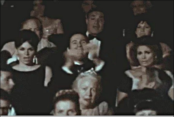 En 1913, l'Opéra de Paris met définitivement fin au contrat de salariat qui le liait avec une certaine profession : laquelle ?