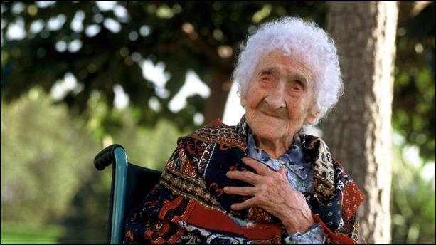 Jeanne Calment, détentrice du record de longévité, est morte à l'âge de :