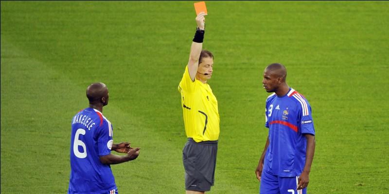 Combien existe-t-il de couleurs de cartons au football ?