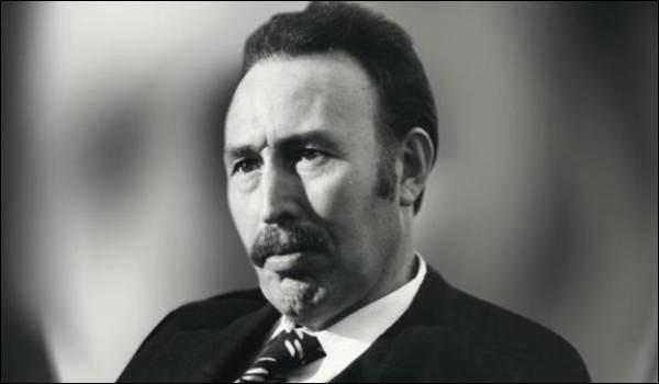Pays : Algérie Date : 1932-1978Faits : aucune opposition politique, assassinats des historiques de la révolution, surveillance des anciens présidents, torturesChute : mort de maladie Quel est cet homme ?