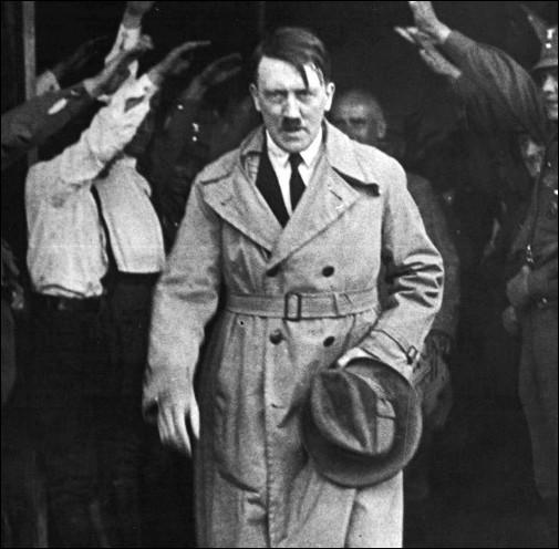 Pays : Allemagne Date : 1889-1945Faits : génocideChute : suicide avant arrivée des alliés Qui est cet homme ?