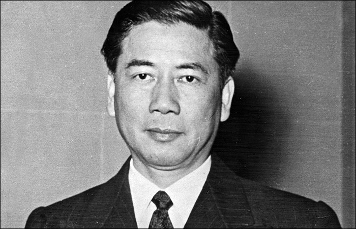 Pays : Vietnam Date : 1901-1963Faits : persécutions envers les bouddhistes, interdiction du jeu, régime totalitaire. Chute : coup d'état et assassiné Quel est cet homme ?