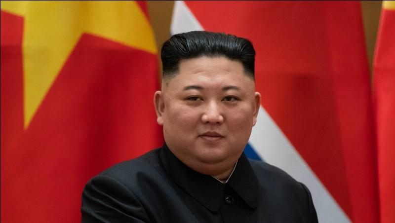 Pays : Corée du Nord Date : 1984-Faits : culte de la personnalité, aucune liberté d'expression, presse, religion ou voyage. Peine de mort largement répandue Chute : encore au pouvoir Quel est cet homme ?