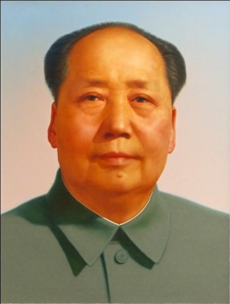 Pays : République populaire de ChineDate : 1893-1976Faits : famine, élimination des élites, règne de la terreurChute : infarctus Qui est cet homme ?