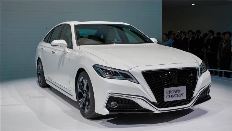 Le fondateur de Toyota, un des groupes automobiles les plus importants du monde et n°1 mondial de l'hybride se nommait Kiichiro Toyoda. Pourquoi donc ce changement syllabique ?
