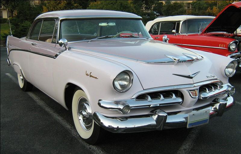 En 1955, Dodge, propriété de Chrysler, osa créer une déclinaison particulière de son coupé Custom Royal Lancer baptisé Dodge La Femme. Un nom qui semble politiquement incorrect. Pourquoi avoir choisi un nom tel que celui-là ?