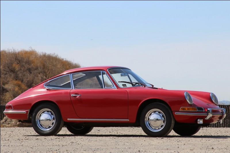Initialement, les modèles et prototypes de Ferdinand ou Ferry Porsche sont nommés d'après leur ordre de création. Ainsi la 356 est le 356e projet de Porsche. Mais pas la 911. Pourquoi ?