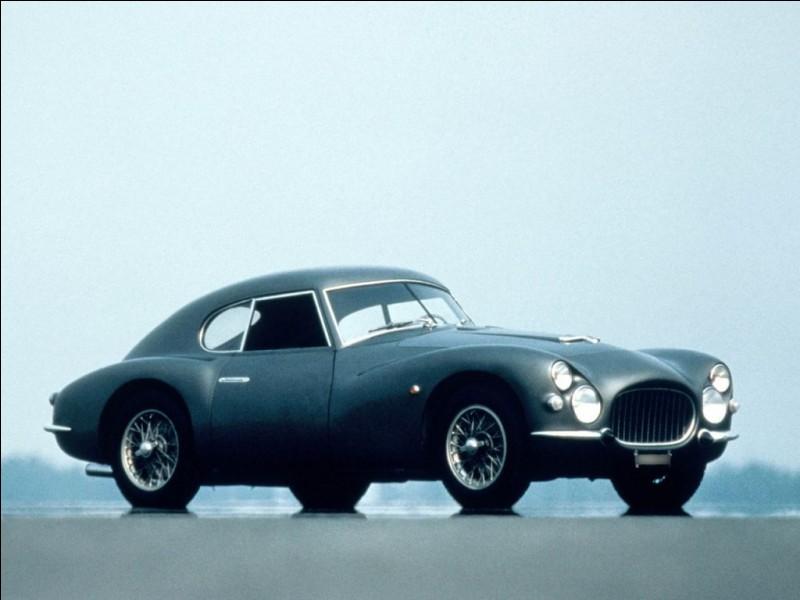 En 1951, le constructeur Fiat osa présenter une GT sportive pour le marché nord-américain, la Fiat 8V. Pourquoi 8V ?