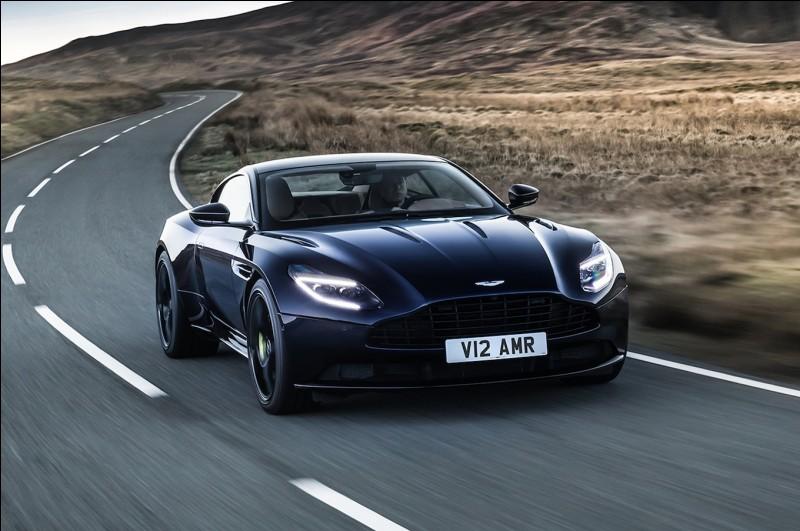 Certaines Aston Martin, dont certaines très célèbres, se caractérisent par le sigle DB, telles les DB4, DB5, DBS, DB7 ou la dernière DB11. Qu'est-ce que cela veut dire ?