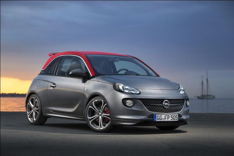 D'où provient le nom de l'Opel Adam, citadine chic lancée en 2013 pour contrer l'insolent succès de la Fiat 500 ?