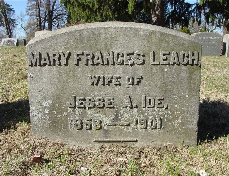 Quand naquit Mary Frances Leach ?