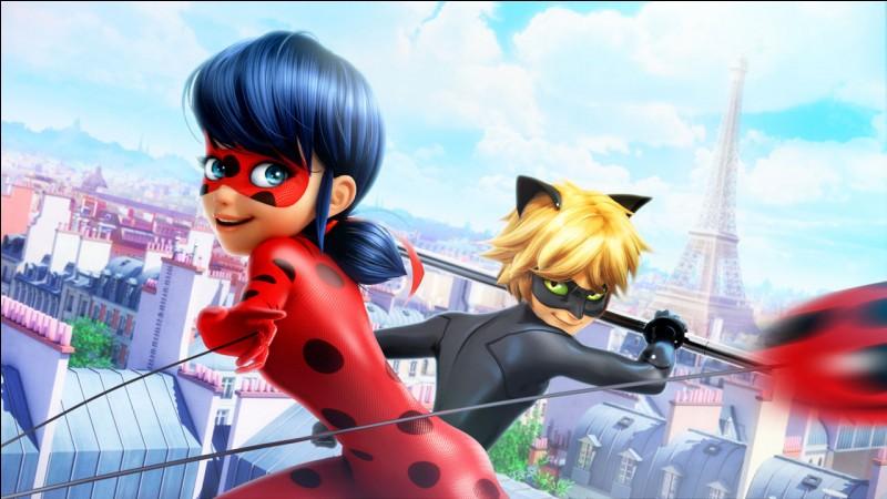 À quel super-héros peut faire penser Ladybug quand elle se déplace dans les airs avec son yoyo ?