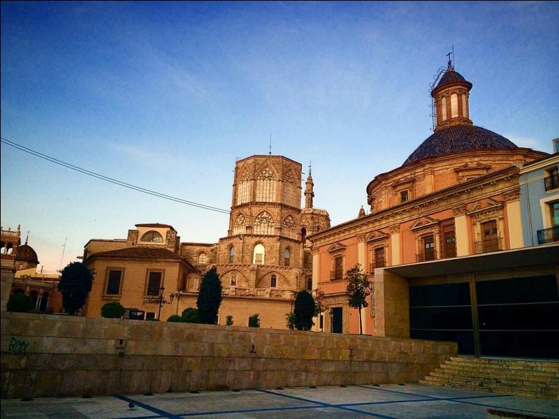 Bien avant l'arrivée des Maures et de la paella, la ville d'Edetanorum (du nom ancien de la région) fut créée par les Romains en - 138. Mais quelle est cette cité d'Hispanie ?
