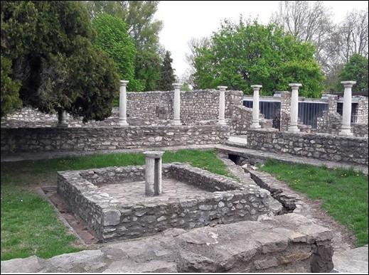 Aquincum (- 79) fut tour à tour tenue par les Celtes, Romains, Huns, Goths et Lombards avant de regrouper ces trois quartiers pour devenir ...