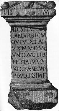 """Cette gravure sur une pierre tombale (IIe s.) atteste de l'ancienneté de """"Sta(tionis) Tur(icencis)"""", ancien poste douanier et aujourd'hui ..."""